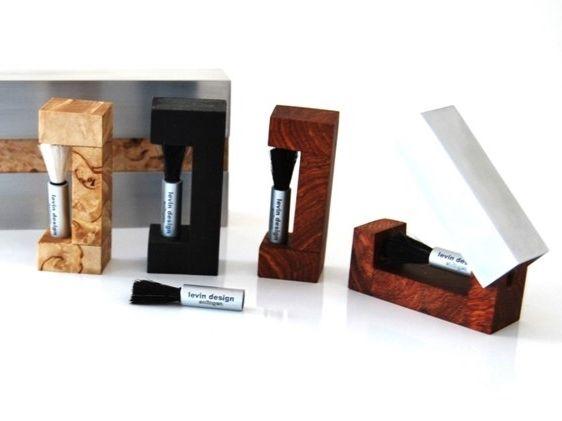 Levin Design TA Brush