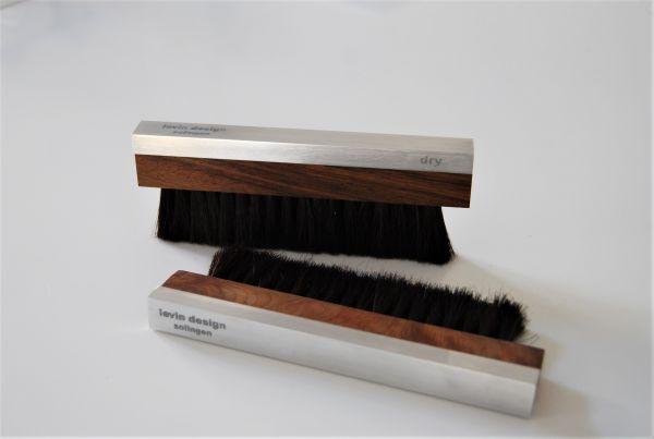 Levin Design Dry Walnuss / Schwarz